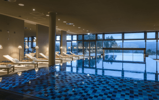 1 Seezeitlodge Hotel Spa Seezeit Spa Infinity PoolC Gunter Standl