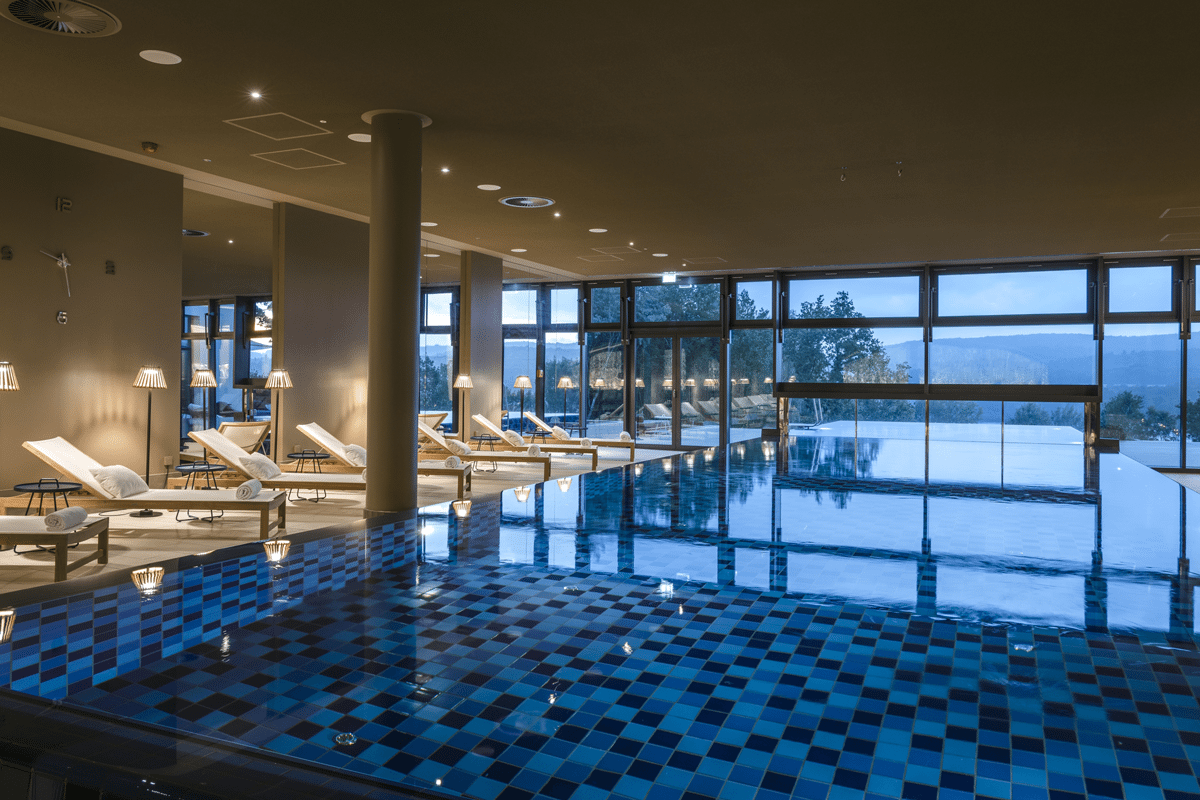 1 Seezeitlodge Hotel Spa Seezeit Spa Infinity PoolC Gunter Standl