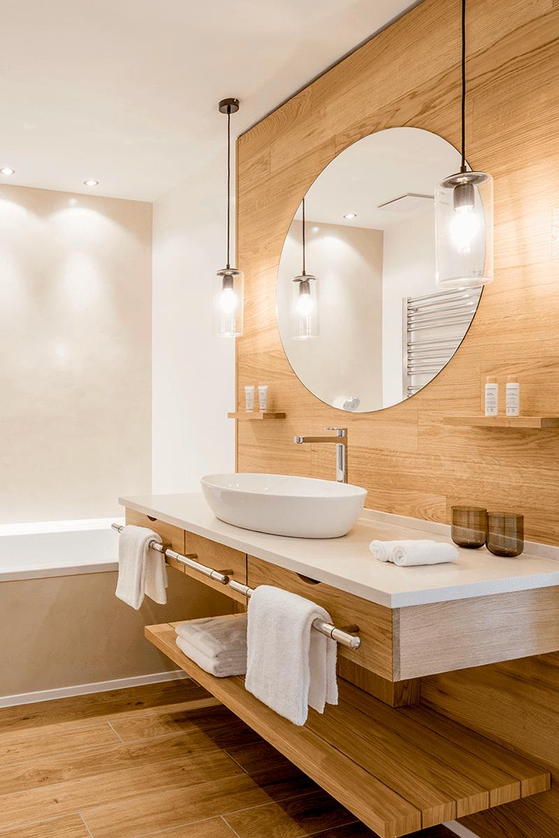 hotel spa seezeitlodge bostalsee zimmer suiten kleine suite bad badewanne